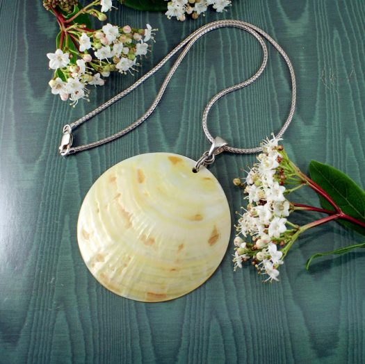 Beige Mother-of-Pearl Circle N-0172-k