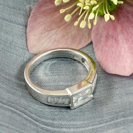 Clear Quartz Crystal Ring R-0184-a