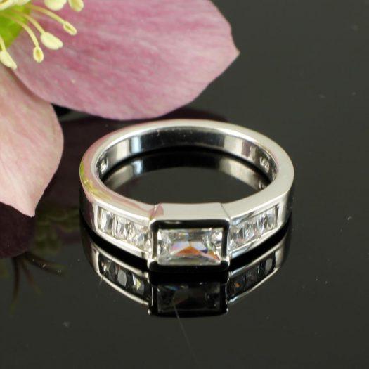 Clear Quartz Crystal Ring R-0184-e