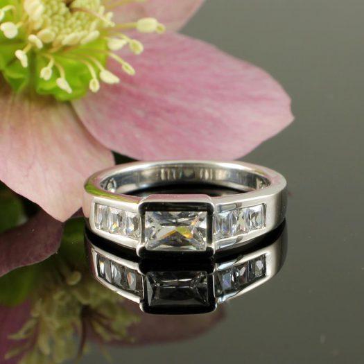 Clear Quartz Crystal Ring R-0184-g
