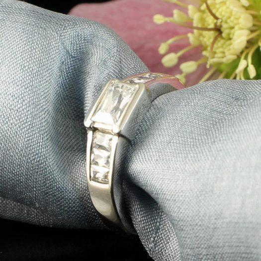Clear Quartz Crystal Ring R-0184-h