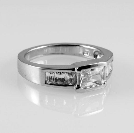 Clear Quartz Crystal Ring R-0184-j