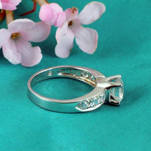 Clear Quartz Crystal Ring R-0187-d