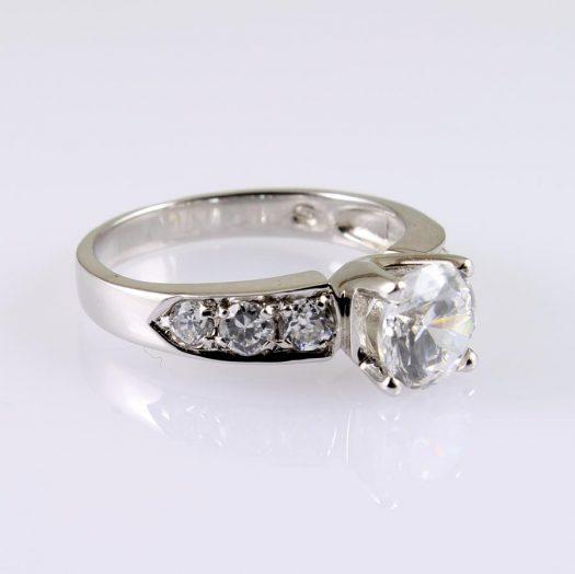 Clear Quartz Crystal Ring R-0187-f