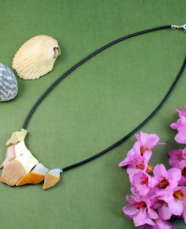 Mother-of-Pearl Chips Necklace N-0149-a