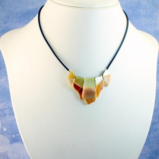 Mother-of-Pearl Chips Necklace N-0149-d