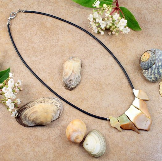 Mother-of-Pearl Chips Necklace N-0149-e