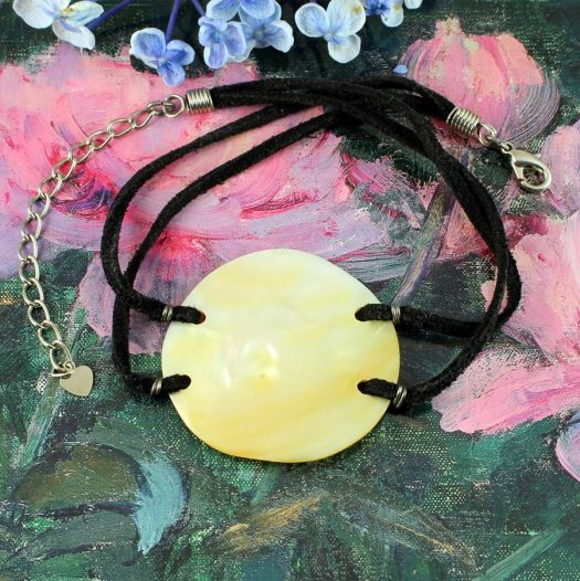 Mother-of-Pearl Circle N-0185-a