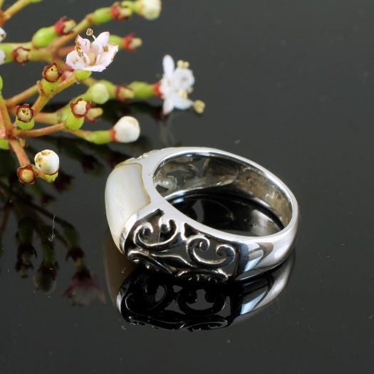Mother-of-Pearl Filigree Ring R-0201-e