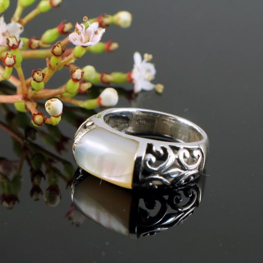 Mother-of-Pearl Filigree Ring R-0201-g