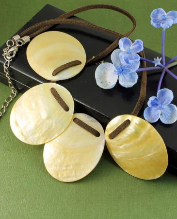 Mother-of-Pearl Four Ovals N-0173-c