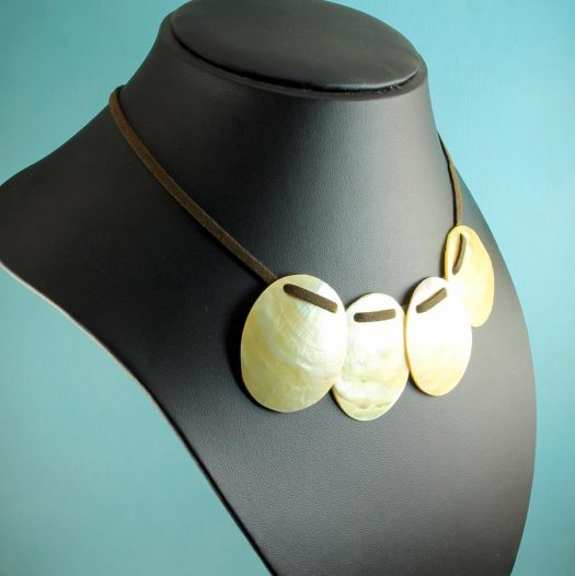 Mother-of-Pearl Four Ovals N-0173-i