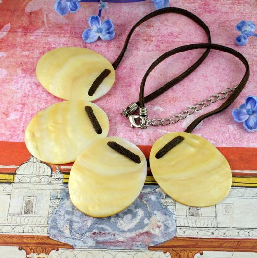 Mother-of-Pearl Four Ovals N-0173-j