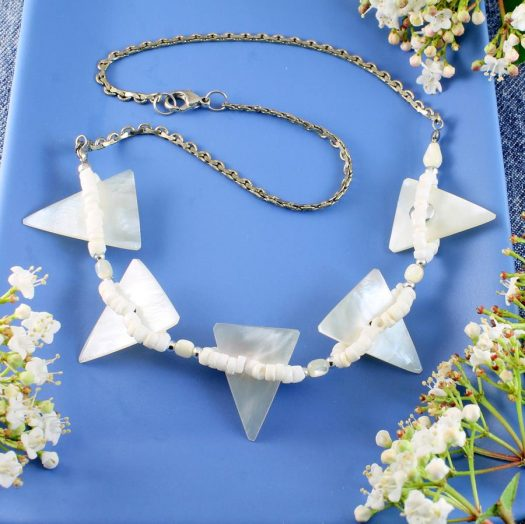 Mother-of-Pearl Triangles N-0147-a