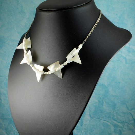Mother-of-Pearl Triangles N-0147-f