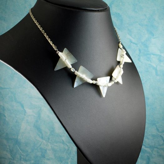 Mother-of-Pearl Triangles N-0147-i