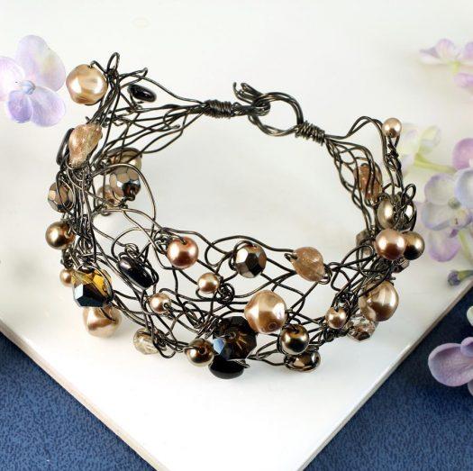 Pearl Wire-Wrapped Bracelet B-0159-e