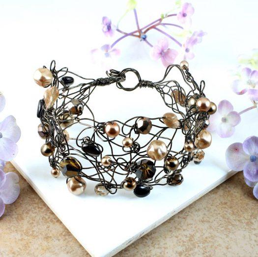 Pearl Wire-Wrapped Bracelet B-0159-k