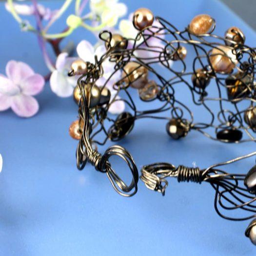 Pearl Wire-Wrapped Bracelet B-0159-l