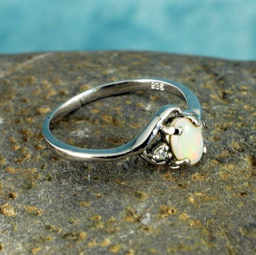 White Opal Ring R-0208-d