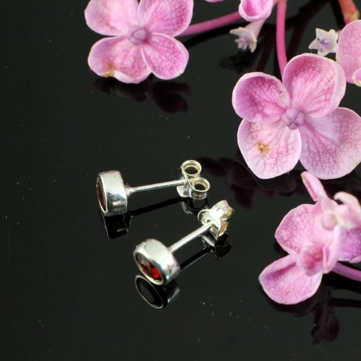 Garnet Silver Studs E-0227-b