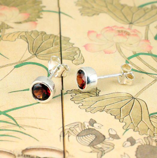 Garnet Silver Studs E-0227-d