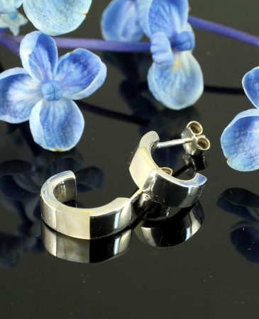 Mother-of-Pearl Curved Studs E-0218-a