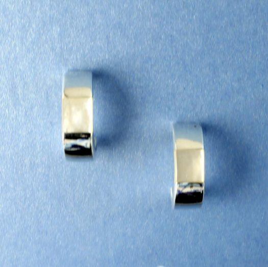 Mother-of-Pearl Curved Studs E-0218-c