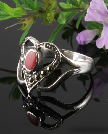 Garnet-&-Marcasite-Vintage-Style-Heart-Ring-R-0143-a