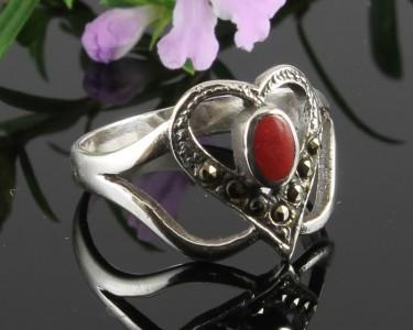 Garnet-&-Marcasite-Vintage-Style-Heart-Ring-R-0143-b
