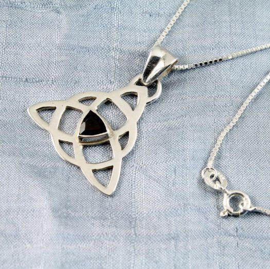 Garnet Celtic Triangle N-0225-d