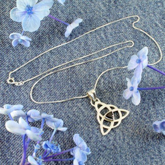 Garnet Celtic Triangle N-0225-j