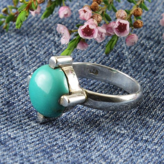 Turquoise Claw-Set Round Silver Ring
