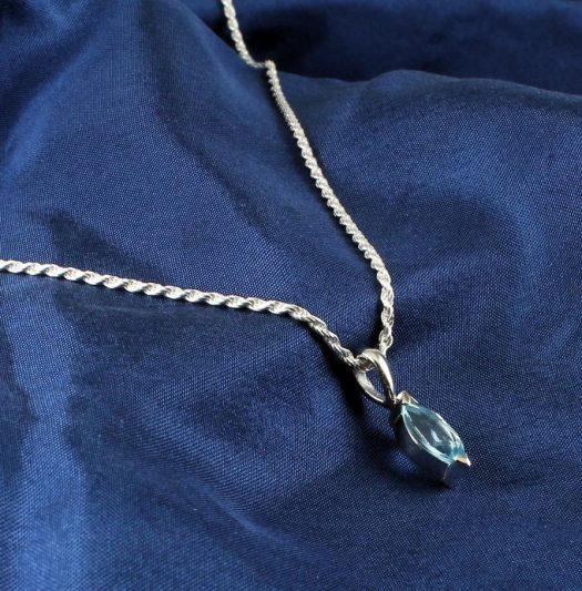 Blue Topaz Solitaire N-0274-e