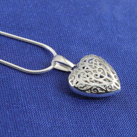 Filigree Openwork Heart Pendant N-0273-i