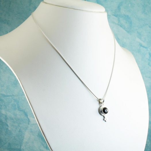 Black Onyx Female Symbol Pendant N-0256-e