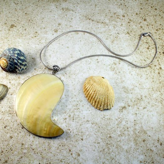 Mother-of-Pearl Pendant Necklace N-0163-b