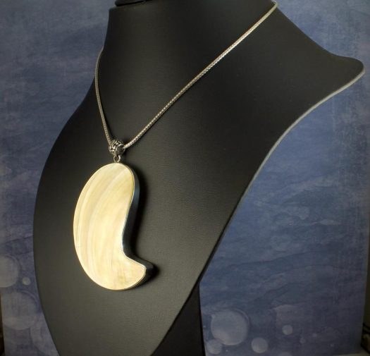 Mother-of-Pearl Pendant Necklace N-0163-c