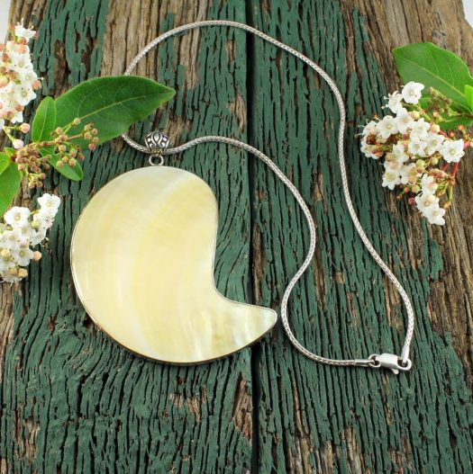 Mother-of-Pearl Pendant Necklace N-0163-f