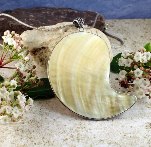 Mother-of-Pearl Pendant Necklace N-0163-g