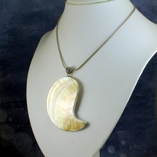 Mother-of-Pearl Pendant Necklace N-0163-j