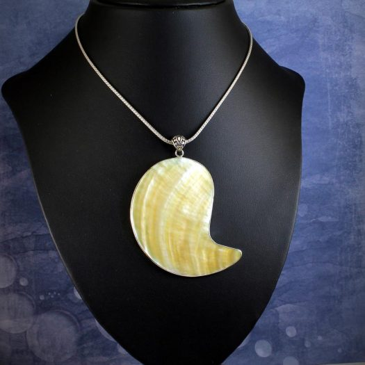 Mother-of-Pearl Pendant Necklace N-0163-l