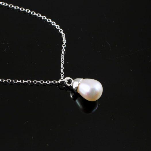 Solitaire Pearl Pendant N-0193-e